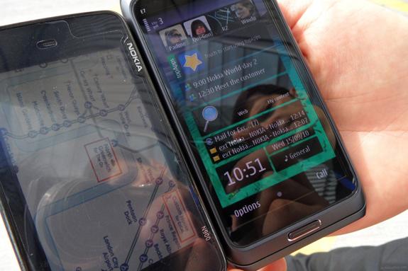 Nokia E7 CBD vs Nokia N900 LCD