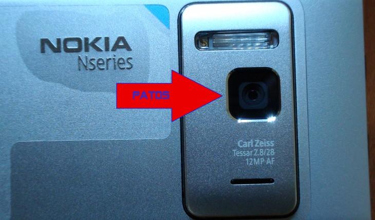 """Nokia N8, il copriobiettivo automatico """"aperto"""""""