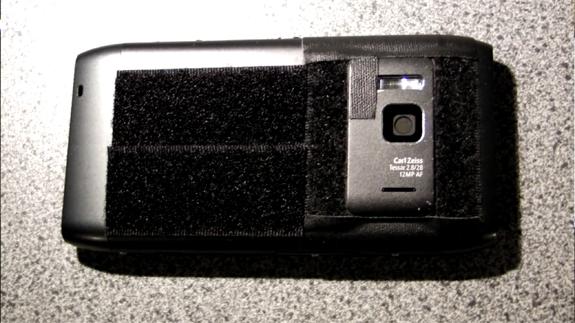 Nokia N8 con velcro