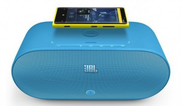 Altoparlante e caricabatterie wireless PowerUp di JBL