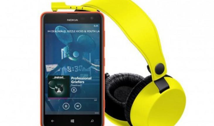 Nokia Lumia 625 con Nokia WH-530