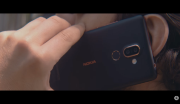 "Nokia 7 Plus nel video di ""Felicità puttana"""