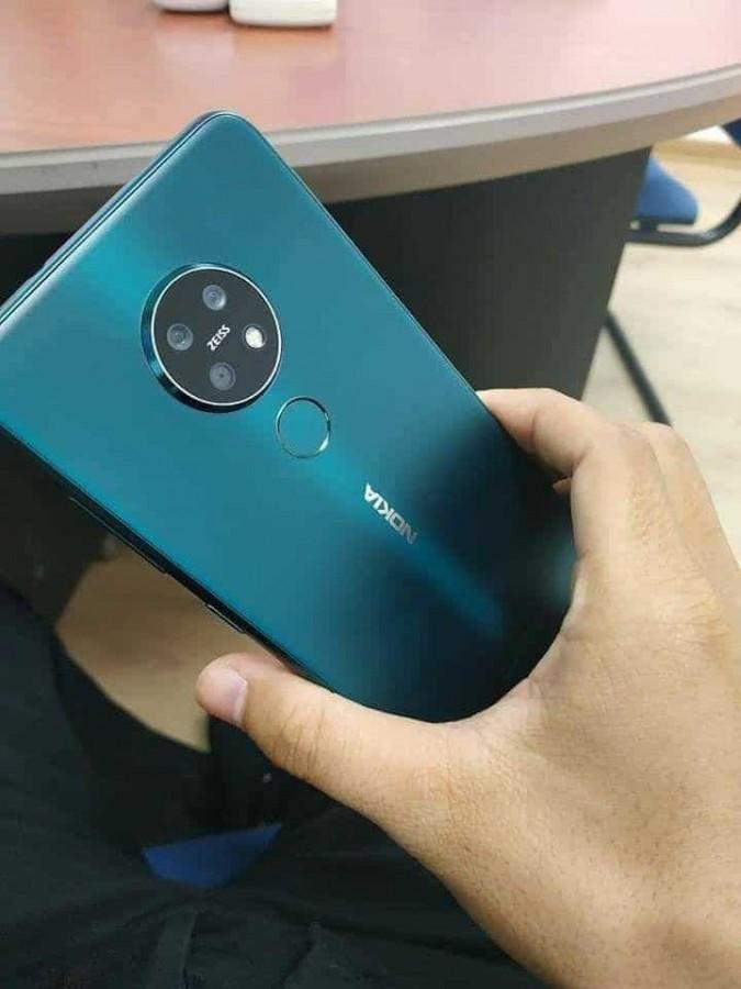 Presunto Nokia 7.2 - retro