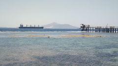 Nave, isola di Tiran e pontile